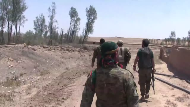 vídeos de stock e filmes b-roll de in the last few days the syrian democratic forces alongside their coalition partners have liberated more than 300sq kilometers in the dashisha region... - coligação