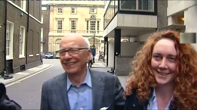 in the last half an hour a source at news international has confirmed that rebekah brooks may be questioned by police in connection with the... - レベッカ ブルックス点の映像素材/bロール