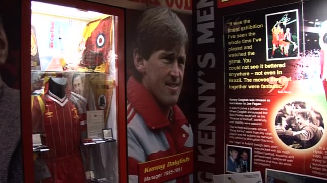 stockvideo's en b-roll-footage met in the liverpool football club museum kenny dalglish memorabilia at anfield on september 20, 2011 in liverpool, england - vrijetijdsfaciliteiten