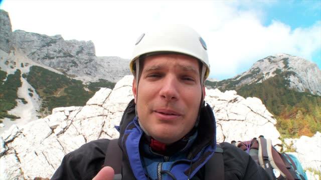 hd: in den bergen - erklären stock-videos und b-roll-filmmaterial