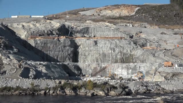 in the north of canada's quebec province four massive hydroelectric dams that will produce power for us markets are nearing completion - québec provincia video stock e b–roll