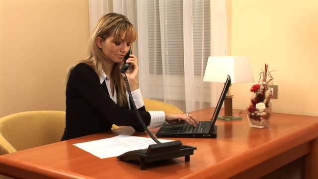 hd :のオフィスで - 加入電話点の映像素材/bロール