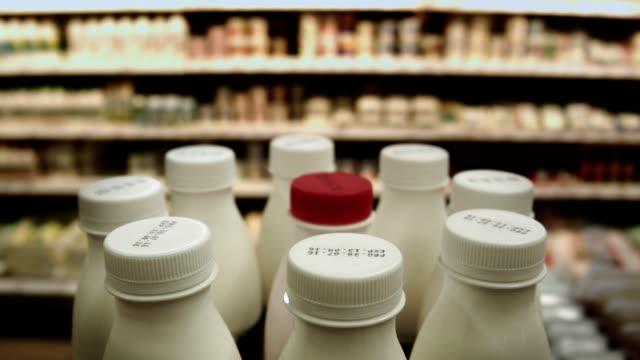 stockvideo's en b-roll-footage met in de zuivel afdeling van de supermarkt - dairy product