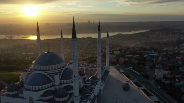 TUR: Istanbul Endures Another Lockdown During Eid al-Fitr Celebrations