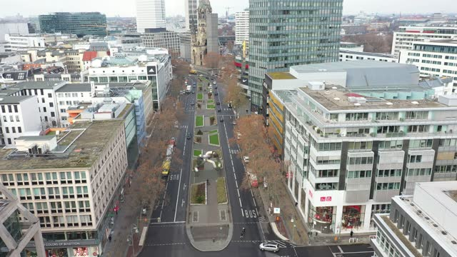 in this aerial view stores stand shuttered on popular tauentzienstrasse on the first day of a nationwide hard lockdown before christmas during the... - カイザー・ヴィルヘルム記念教会点の映像素材/bロール