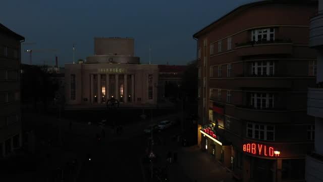 vídeos y material grabado en eventos de stock de in this aerial view the volksbuehne theater and babylon cinema both stand closed under a four-week semi-lockdown during the second wave of the... - centro de berlín