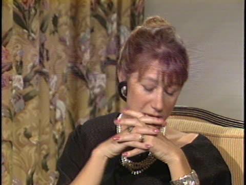vidéos et rushes de in this unedited interview, actress helen mirren talks about her latest film, the mosquito coast , also starring harrison ford. mirren comments on... - helen mirren