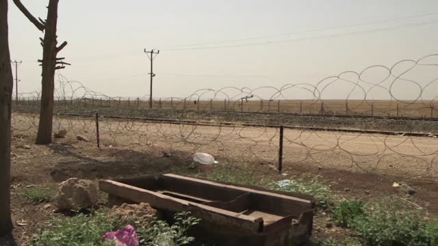 stockvideo's en b-roll-footage met in turkish villages close to the border with syria people fear the government is not doing enough to protect them from possible attacks by islamic... - mogelijk