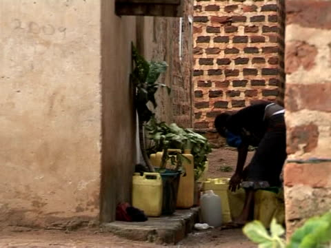 in uganda's captial, a handful of skaters with a passion have built their own haven from poverty and hardship outside. their skate park is a first... - kampala stock videos & royalty-free footage