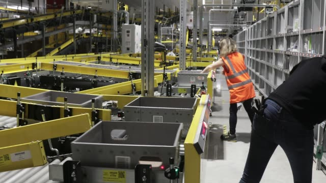 vídeos de stock e filmes b-roll de inauguration of a distribution center of amazon on october 22, 2019 in bretigny, france. this new site is the largest logistics center in... - e commerce
