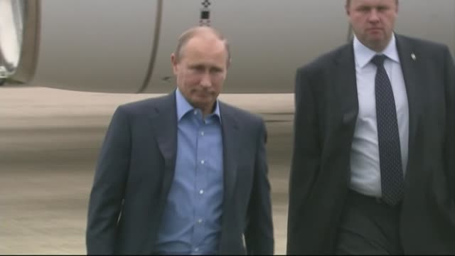 new foreign policy lib / 1762013 ireland belfast ext russian president vladimir putin along as arriving to attend g8 summit meeting - wladimir putin stock-videos und b-roll-filmmaterial