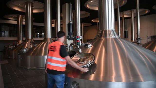 vídeos y material grabado en eventos de stock de ab inbev beer plant in leuven belgium on wednesday june 17 2019 - anheuser busch inbev
