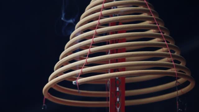 cu r/f incense coils hanging in temple / hong kong, china - ハリウッドロード点の映像素材/bロール