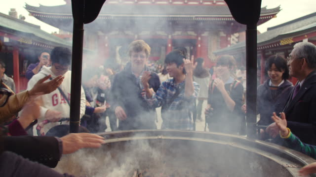 incense smoke at sensoji temple tokyo japan. - tourism点の映像素材/bロール