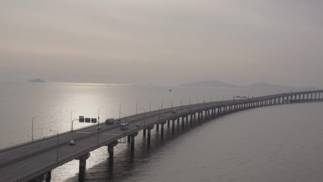 vidéos et rushes de incheon bridge (the longest bridge in korea), south korea - long