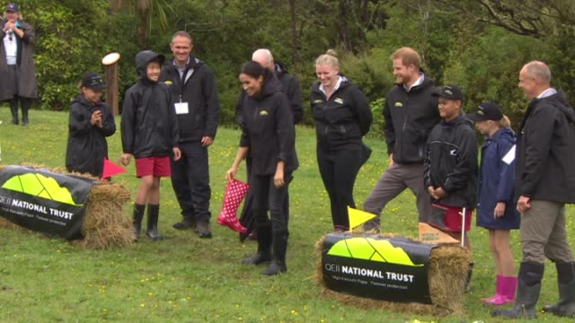 stockvideo's en b-roll-footage met including duchess meghan throws boot greatest distance winning contest against prince harry. - rubberlaars