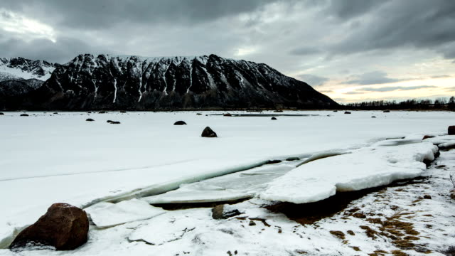 TIME LAPSE: Incoming flood at Arctic Coast
