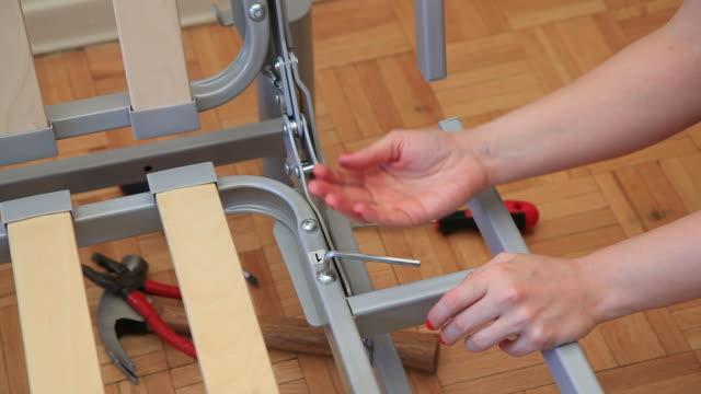 vídeos y material grabado en eventos de stock de incompetentes - esmalte de uñas rojo