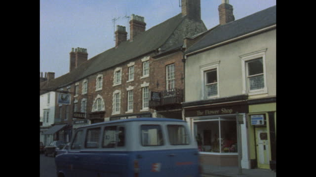 incorporating existing towns and villages into the plan for the new city stony stratford high street - street name sign stock videos & royalty-free footage