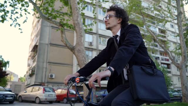 vídeos y material grabado en eventos de stock de aumento del uso de la bicicleta después de una pandemia covid-19 - viajero diario