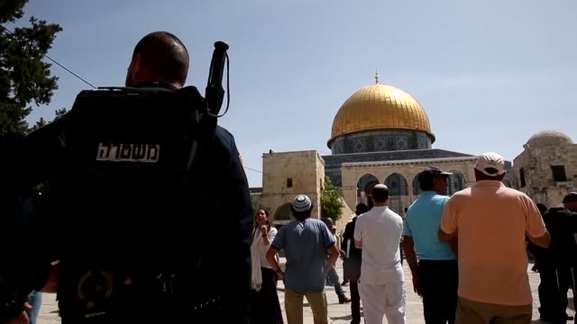 increased security forces were deployed in and around jerusalems old city monday to prevent potential violence as thousands of jewish worshippers... - passover stock videos and b-roll footage