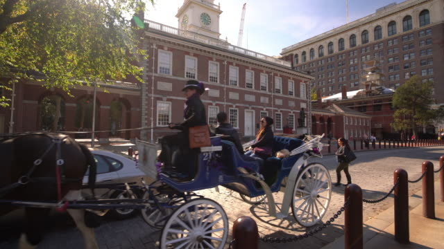 independence hall in philadelphia, pennsylvania - kolonialstil stock-videos und b-roll-filmmaterial