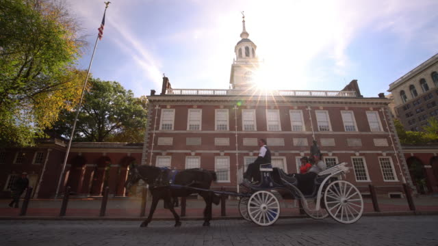 independence hall in philadelphia, pennsylvania - philadelphia pennsylvania video stock e b–roll