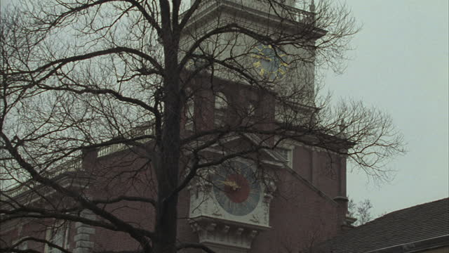 independence hall rises above downtown philadelphia. - independence hall stock videos & royalty-free footage