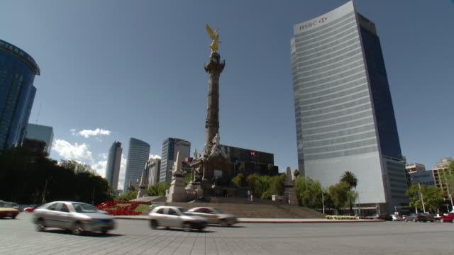 vídeos de stock, filmes e b-roll de ws independence monument with traffic circle / mexico city, mexico - monumento da independência paseo de la reforma