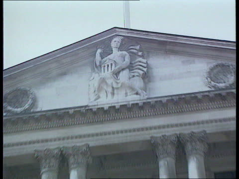 bcci independent inquiry to be held bank of england cms portico of bank pull out cr1983 8290/itn - バンク オブ イングランド点の映像素材/bロール