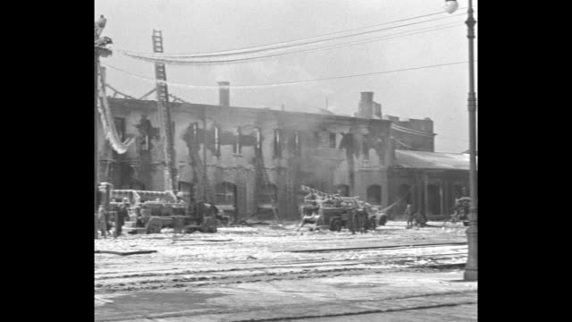 index card with notations / pan aftermath of fire at the new york central freight yard with icicles covering utility lines and the street / pan... - {{ contactusnotification.cta }}点の映像素材/bロール