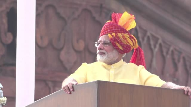 vídeos de stock, filmes e b-roll de india can defend itself against anyone indian prime minister narendra modi says in an independence day speech amid a tense standoff with beijing over... - primeiro ministro