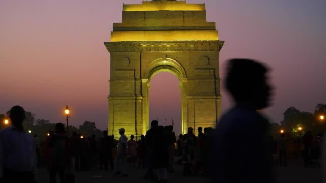 vidéos et rushes de india gate at night - british military