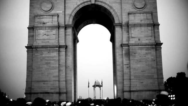 india gate in new delhi, india - gate stock videos & royalty-free footage