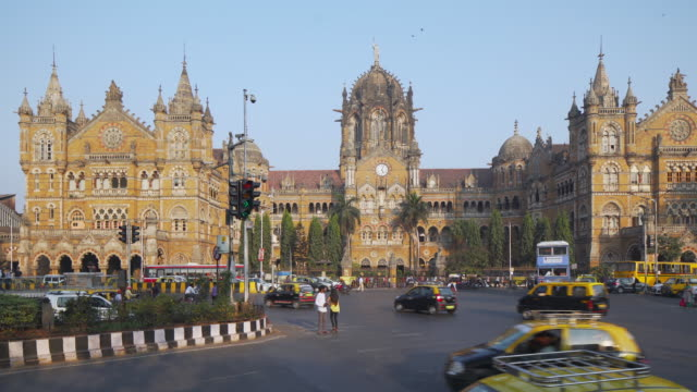 india, mumbai, maharashtra, chhatrapati shivaji maharaj terminus railway station (csmt), (formerly victoria terminus), unesco world heritage site - vereinte nationen stock-videos und b-roll-filmmaterial