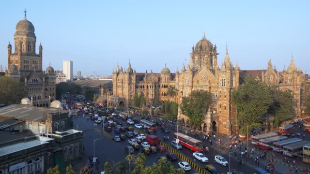 india, mumbai, maharashtra, chhatrapati shivaji maharaj terminus railway station (csmt), (formerly victoria terminus), unesco world heritage site - india stock-videos und b-roll-filmmaterial
