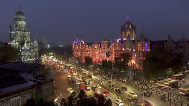 india, mumbai, maharashtra, chhatrapati shivaji maharaj terminus railway station (csmt), (formerly victoria terminus), unesco world heritage site - maharashtra stock-videos und b-roll-filmmaterial
