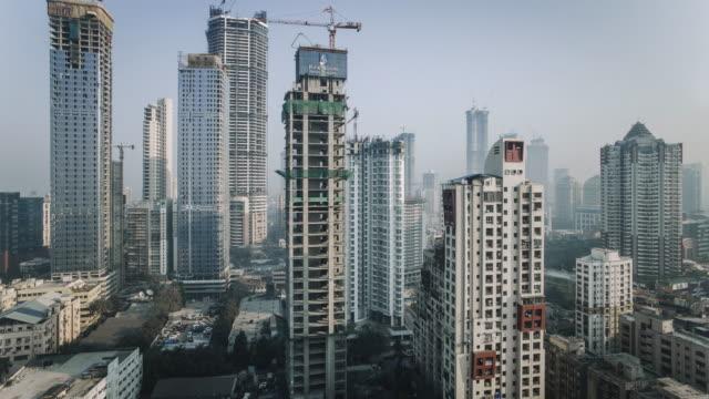 india, mumbai, maharashtra, city skyline time lapse of modern office and residential buildings - indien bildbanksvideor och videomaterial från bakom kulisserna