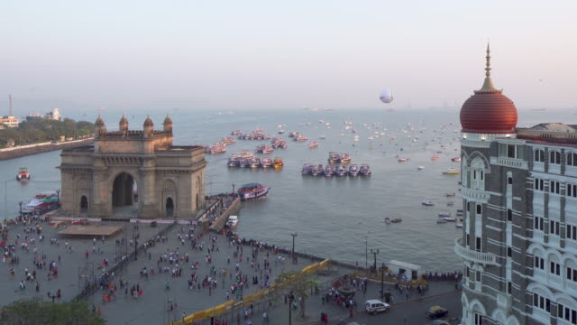 india, mumbai, maharashtra, the gateway of india, monument commemorating the landing of king george v and queen mary in 1911 - queen royal person stock videos & royalty-free footage