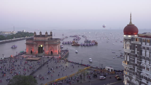 india, mumbai, maharashtra, the gateway of india, monument commemorating the landing of king george v and queen mary in 1911 - hd format stock videos & royalty-free footage