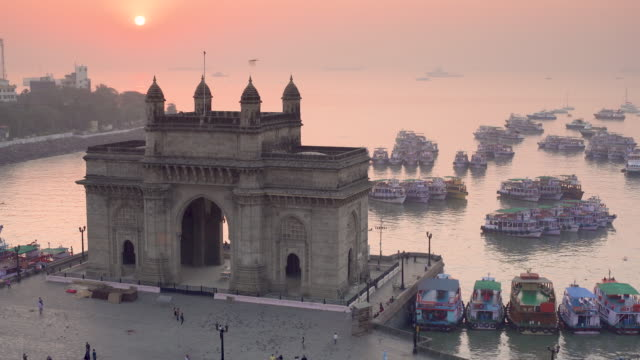 vídeos y material grabado en eventos de stock de india, mumbai, maharashtra, the gateway of india, monument commemorating the landing of king george v and queen mary in 1911 - acceso