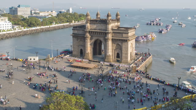 india, mumbai, maharashtra, the gateway of india, monument commemorating the landing of king george v and queen mary in 1911 - day to night time lapse - maharashtra stock-videos und b-roll-filmmaterial