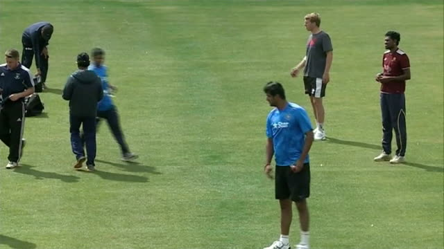 india prepare for 4th test v england: india training; england: manchester: old trafford: ext various of the india cricket team practising bowling and... - squadra di cricket video stock e b–roll