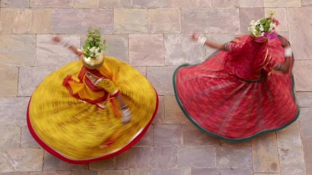 India, Rajasthan, Jaipur, Samode, women wearing colourful sari dancing