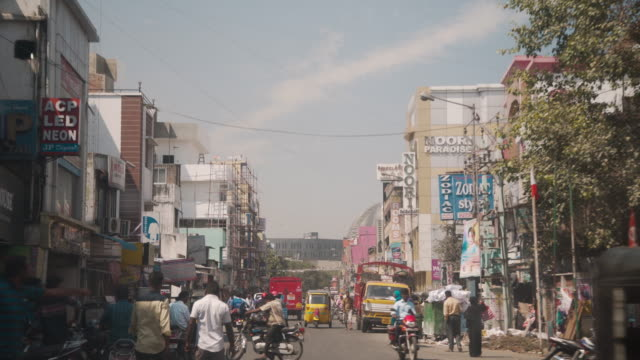 india streets car point of view - indien stock-videos und b-roll-filmmaterial