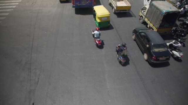 india traffic high angle point of view, bangalore road - newly industrialized country stock videos and b-roll footage