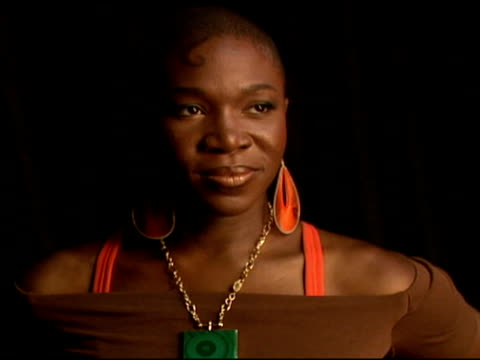 indiaarie at the 2006 bet awards portrait studio at the shrine auditorium in los angeles, california on june 27, 2006. - shrine auditorium 個影片檔及 b 捲影像