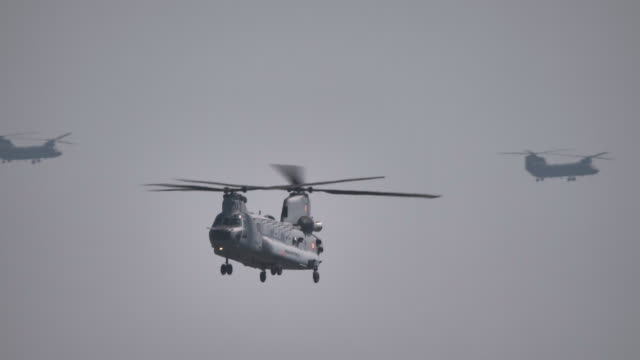 indian air force chinook helicopter - noise stock videos & royalty-free footage