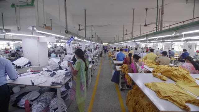 vídeos y material grabado en eventos de stock de indian business owners and workers in south india's biggest textile manufacturing hub tiruppur say they still haven't recovered from demonetisation... - iva