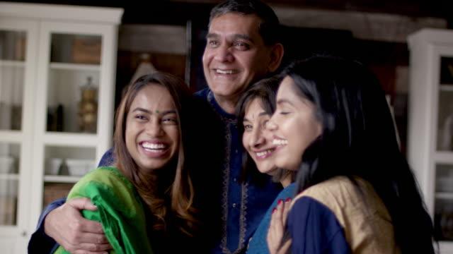 indische familie lacht zusammen - dashahara stock-videos und b-roll-filmmaterial